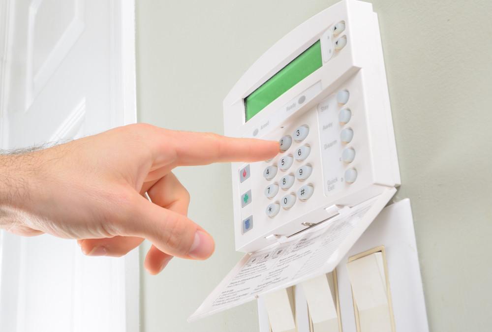 Qué componentes se utilizan en los sistemas de alarma