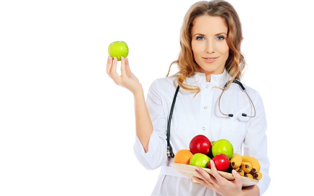 ¿Debería ir con un bariatra o un nutriólogo?